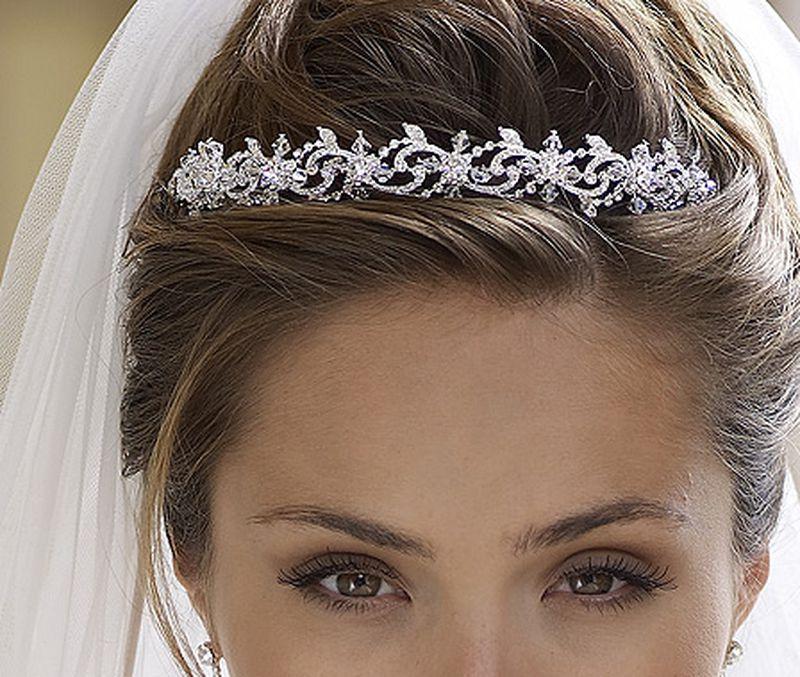 بالصور صور تسريحات عرايس مع تاج صور تاج للعروسة , احدث صيحات الشعر ليوم الزفاف 68 6