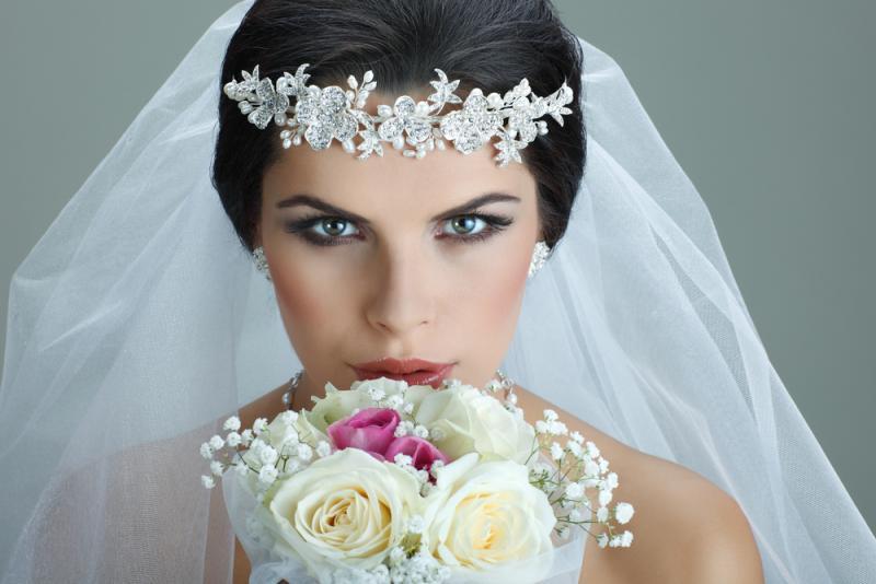 بالصور صور تسريحات عرايس مع تاج صور تاج للعروسة , احدث صيحات الشعر ليوم الزفاف 68 8