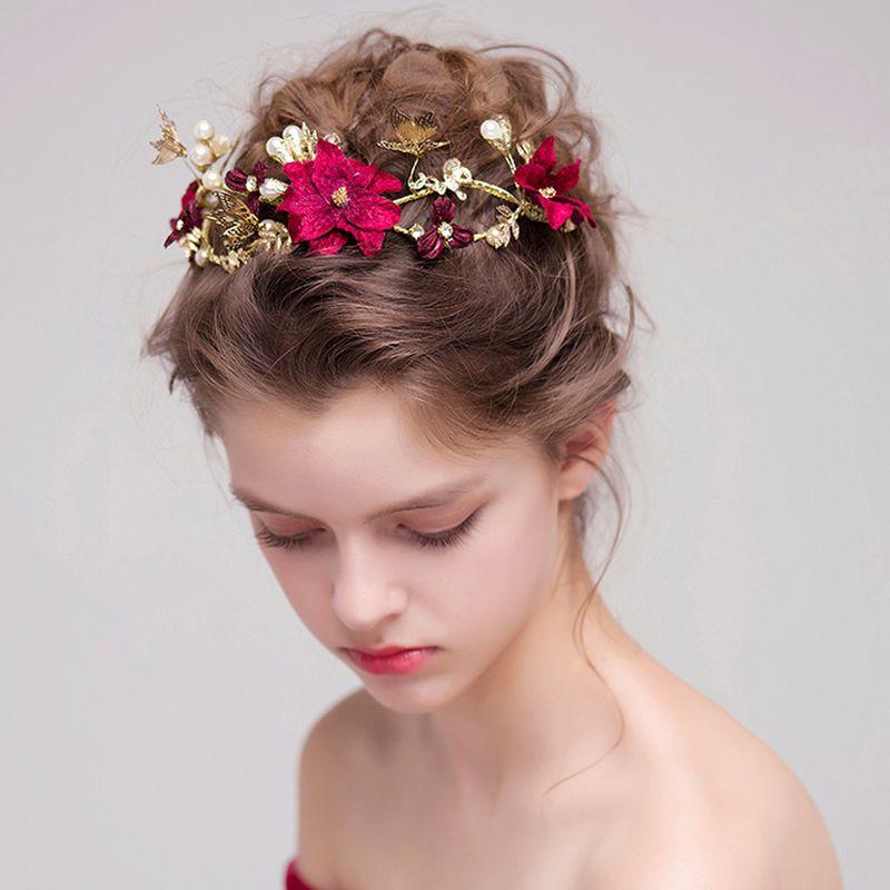 بالصور صور تسريحات عرايس مع تاج صور تاج للعروسة , احدث صيحات الشعر ليوم الزفاف 68 9