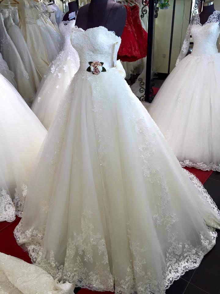 بالصور احدث تصميمات فساتين الافراح , تالقي يوم زفافك 137 5