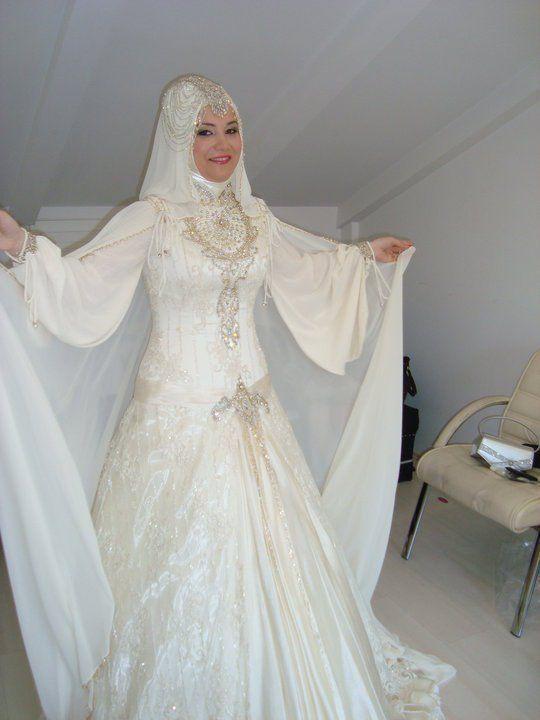 صوره فساتين زفاف خليجية فخمه , اناقة الانوثه للعروسه الخليجيه