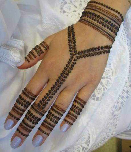 بالصور نقش خليجي ناعم , لكل عروسة يدك تحفة فنية مميزة 2484 5