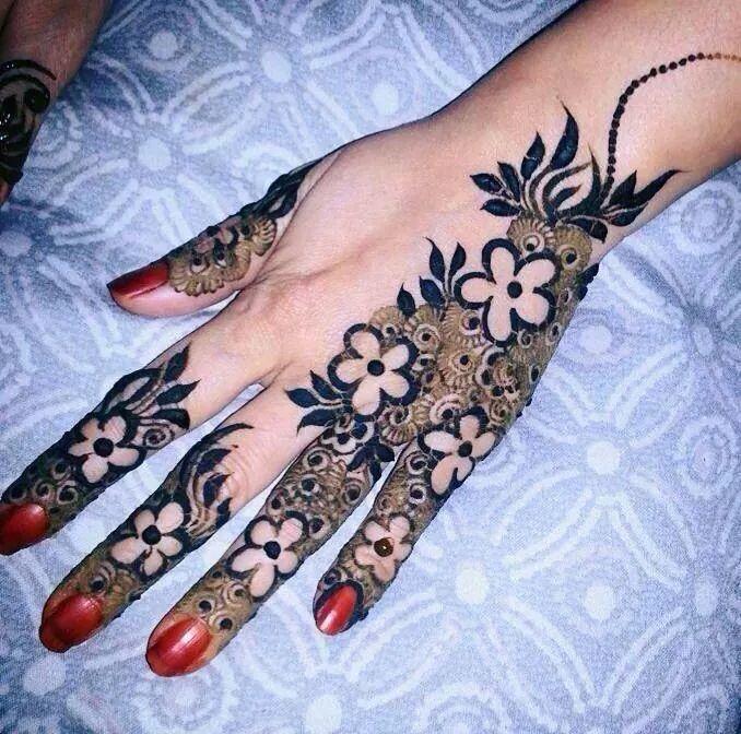 صوره نقش خليجي ناعم , لكل عروسة يدك تحفة فنية مميزة