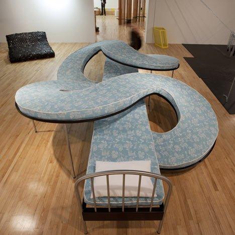 بالصور غرف نوم غريبة , موديلات لاوض النوم عجيبة 2504 8