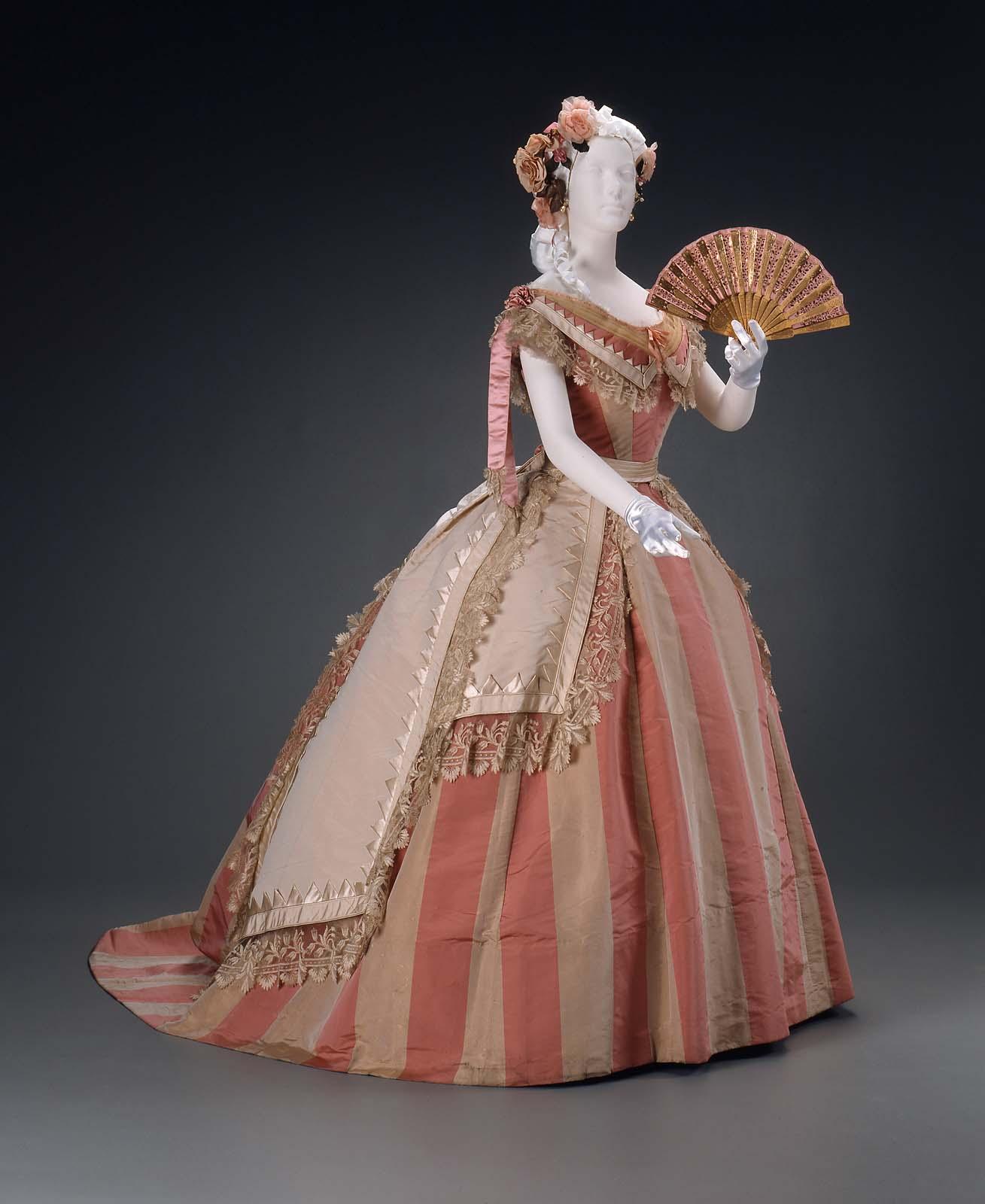 بالصور فساتين فرنسيه قديمه , ازياء وموديلات فستان رقيق 1094