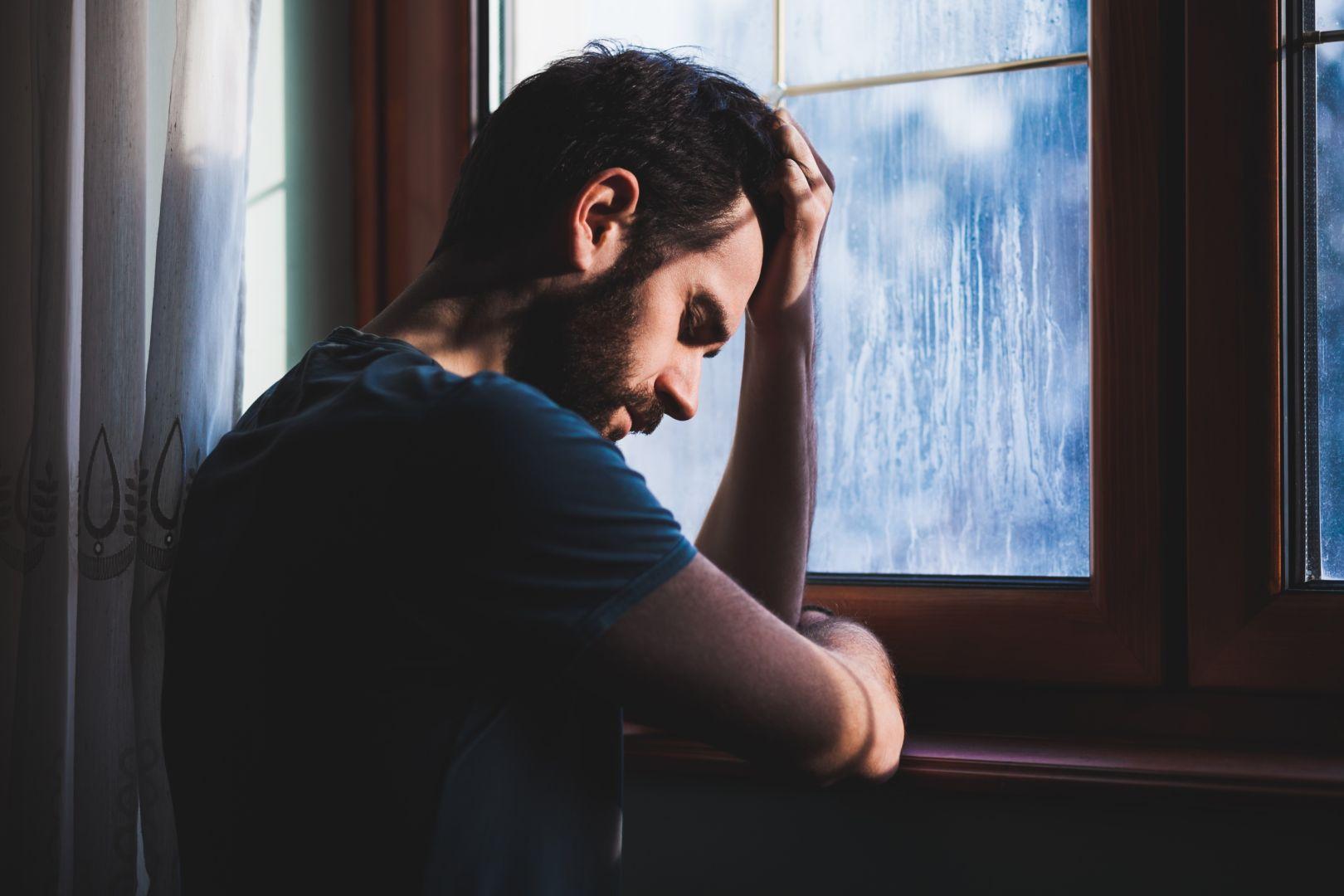 بالصور صور رجل حزين , لقطات لرجل حزين 1768 1