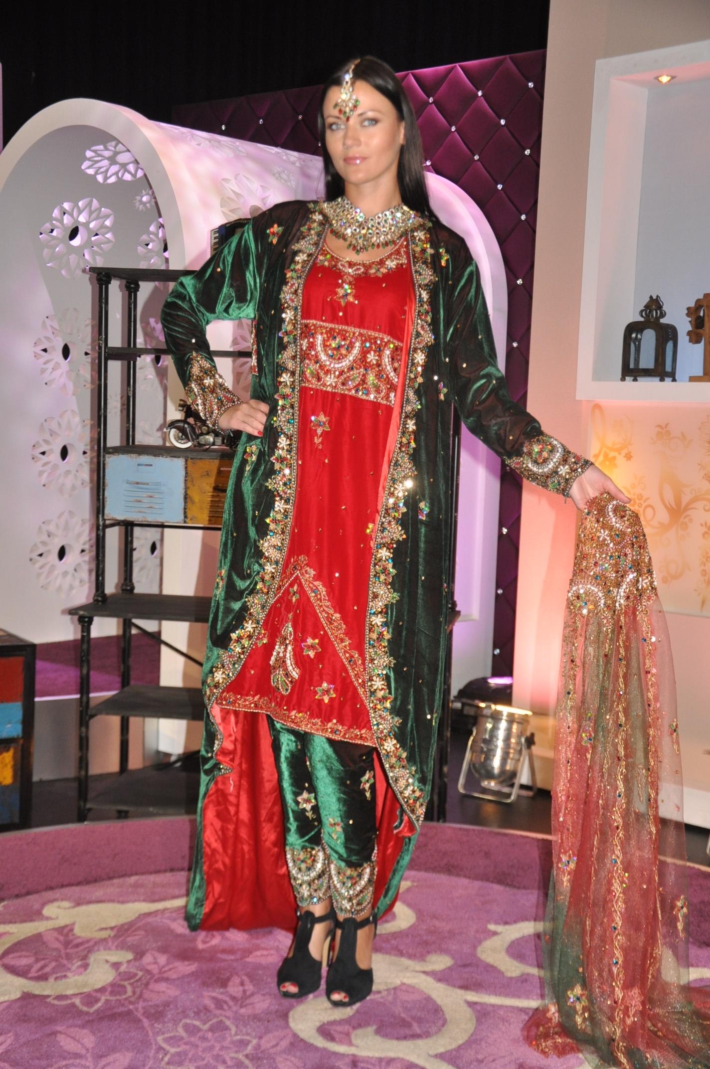 بالصور احدث ستايلات ازياء عمانية تقليدية ازياء عمانية قديمة , ملابس التراث للنساء 3070 3