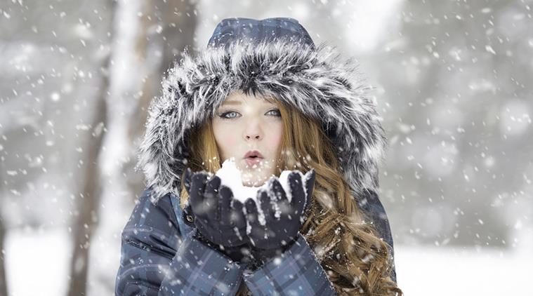 بالصور صور بنات في فصل الشتاء صور بنات تحت الثلج , صورة بنوتة في المطر 4554 1