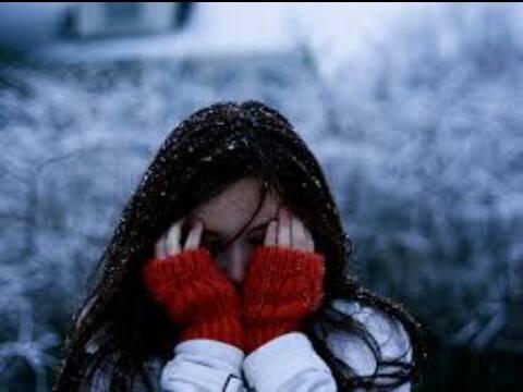 بالصور صور بنات في فصل الشتاء صور بنات تحت الثلج , صورة بنوتة في المطر 4554 2