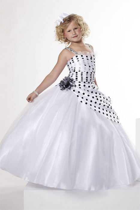 بالصور فساتين اطفال طويله , احدث فستان طويل للااطفال 1222