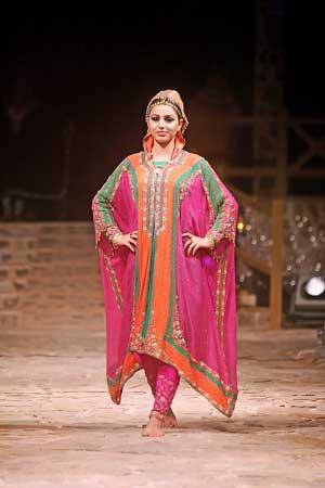 بالصور ازياء عمانية مطورة , موديلات لملابس تقليدية تم تطويرها 1283 2
