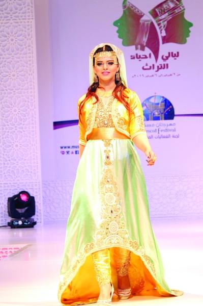 بالصور ازياء عمانية مطورة , موديلات لملابس تقليدية تم تطويرها 1283 4