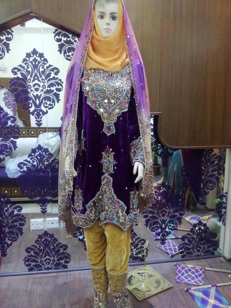 بالصور ازياء عمانية مطورة , موديلات لملابس تقليدية تم تطويرها 1283 7