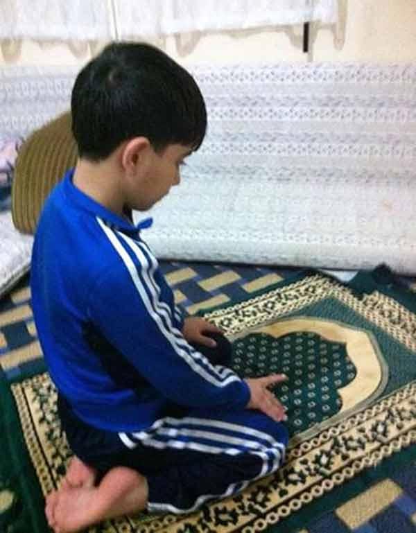 بالصور صورة طفل يصلي , من اجمل صور الاطفال 1767 1
