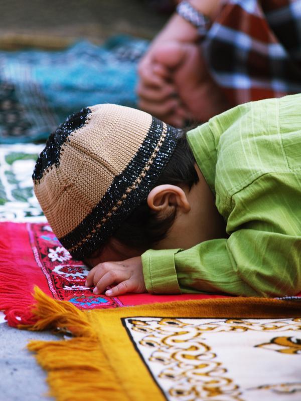 بالصور صورة طفل يصلي , من اجمل صور الاطفال 1767 2
