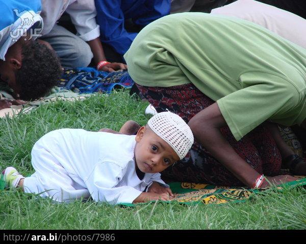 بالصور صورة طفل يصلي , من اجمل صور الاطفال 1767 3