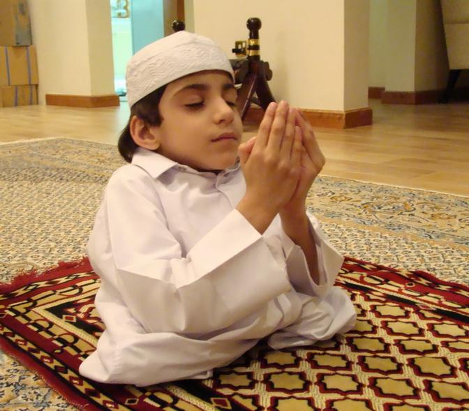 بالصور صورة طفل يصلي , من اجمل صور الاطفال 1767 6
