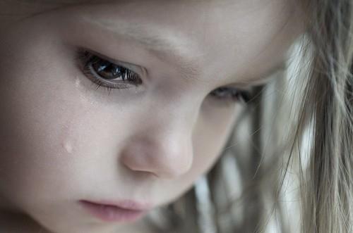 بالصور صور اطفال حزينه , صورة طفل بيعيط 1899 2