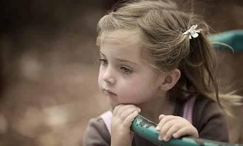 بالصور صور اطفال حزينه , صورة طفل بيعيط 1899 3