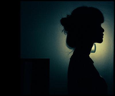 صوره امراة حزينة , عبارات تدمع لها العين