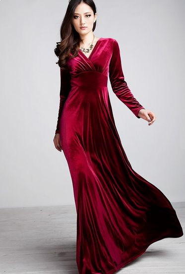 صوره فساتين مخمل كم طويل , فستان مخمل بكم طويل انيق
