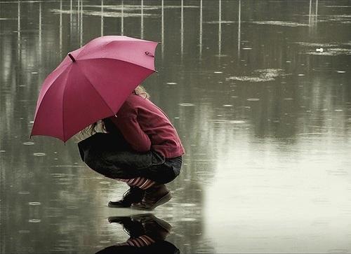 بالصور صور بنات تحت المطر , خلفيات للفتيات يمرحون تحت الشتا 3783 1
