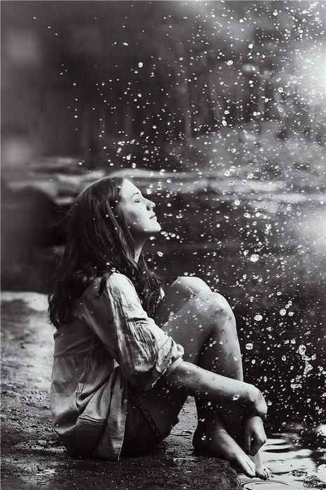 بالصور صور بنات تحت المطر , خلفيات للفتيات يمرحون تحت الشتا 3783 5