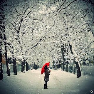 بالصور صور بنات تحت المطر صور بنات تحت الشتاء صور خلفيات بنات تحت الثلج , جمال الشتاء 3901 2