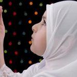 صورة بنت بتقول دعاء , صورة بنت تدعى ربها