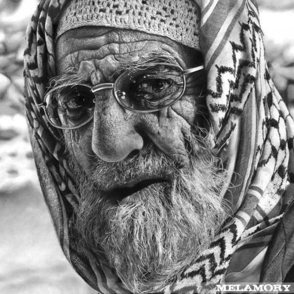 صورة صورة شايب ابيض واسود , خلفيات لرجل عجوز روعه