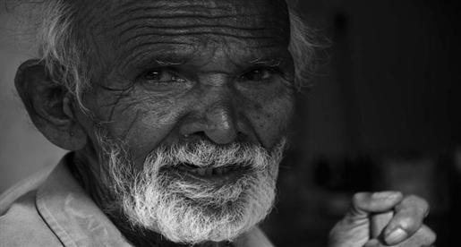 بالصور صورة شايب ابيض واسود , خلفيات لرجل عجوز روعه 4371 9