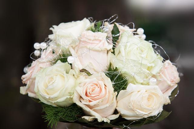 صور صور اجمل باقات الورد الابيض باقات ورد جوري ابيض , ورود لاصحاب القلب الابيض