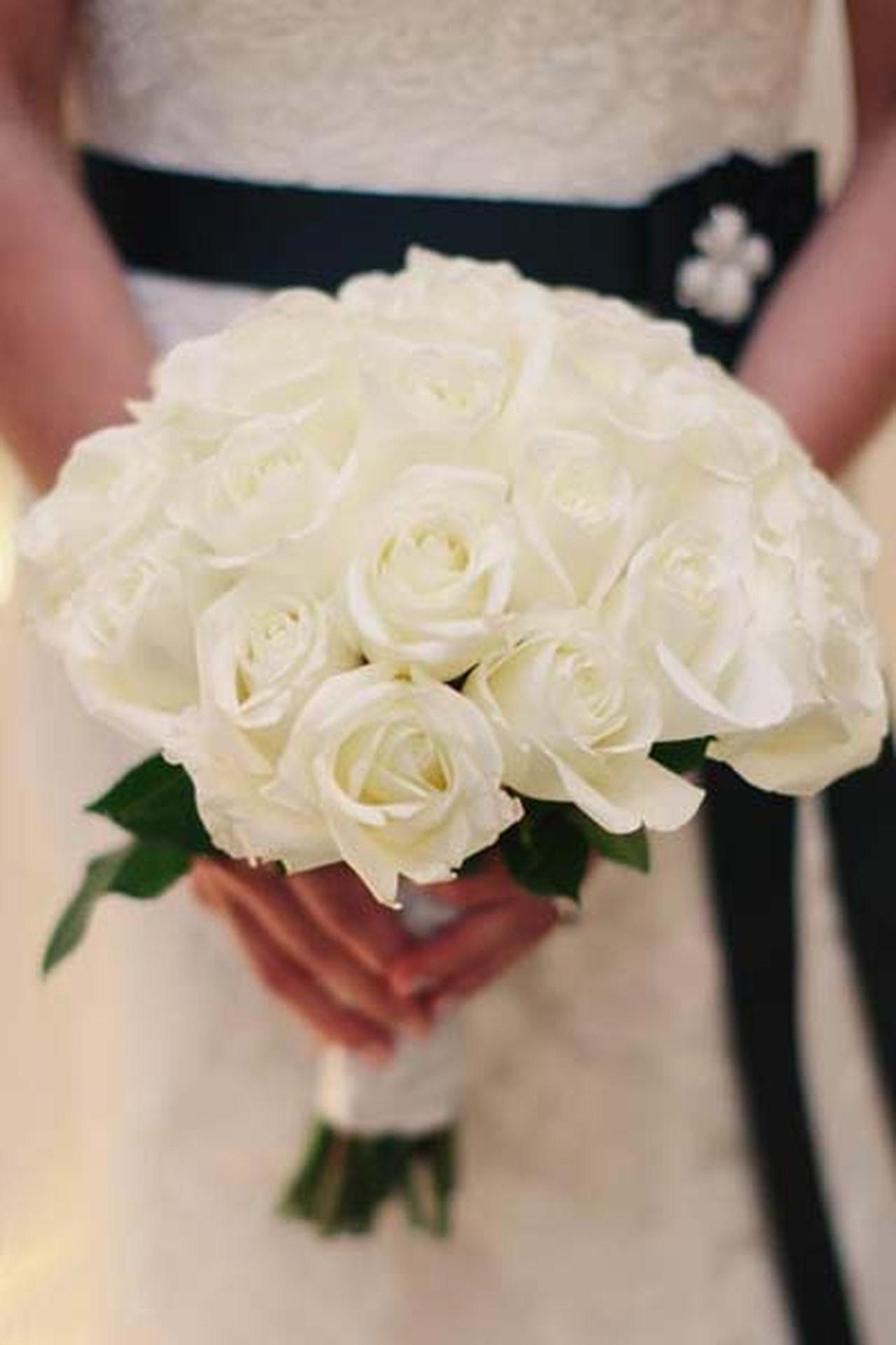 بالصور صور اجمل باقات الورد الابيض باقات ورد جوري ابيض , ورود لاصحاب القلب الابيض 4481 3