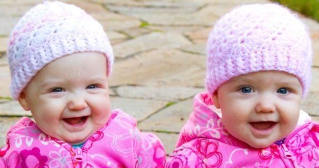 صورة صور اطفال توام اجمل صور اطفال توائم جميلة صور بيبيهات بنات توام كيوت , خلفيات بيبيهات ثنائي