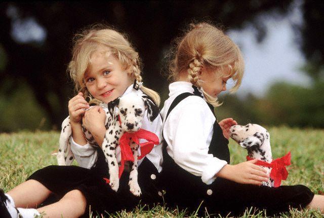 بالصور صور اطفال توام اجمل صور اطفال توائم جميلة صور بيبيهات بنات توام كيوت , خلفيات بيبيهات ثنائي 3851 5