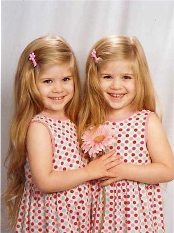 بالصور صور اطفال توام اجمل صور اطفال توائم جميلة صور بيبيهات بنات توام كيوت , خلفيات بيبيهات ثنائي 3851 9