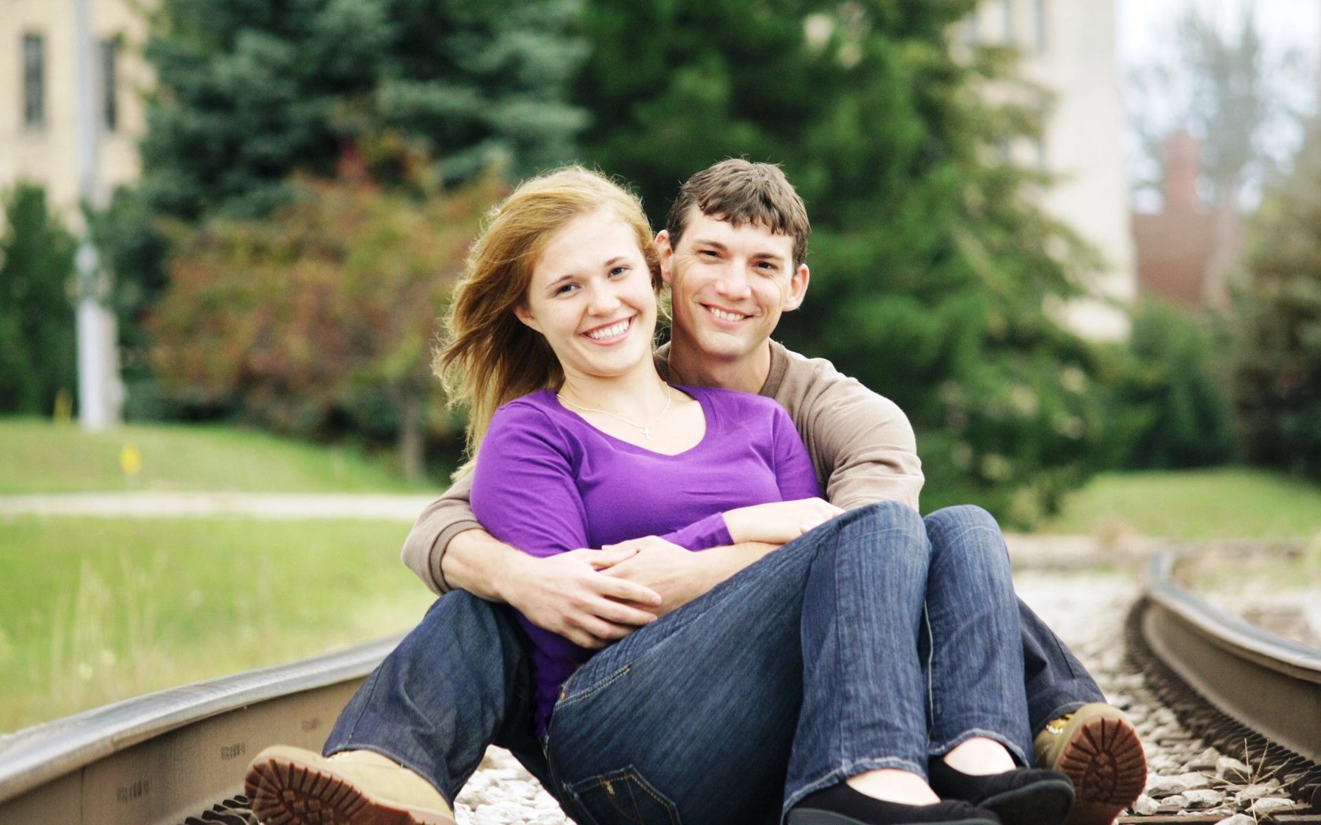 بالصور صور عناق رومانسية صور احضان رومانسية خلفيات احضان جديدة , خلفيات حب وغرام 3918 1