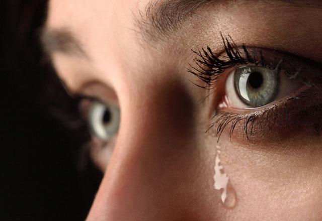 بالصور صور عيون حزينه صور بكاء العيون صور بكاء خلفيات عيون حزينة , خلفيات للدموع