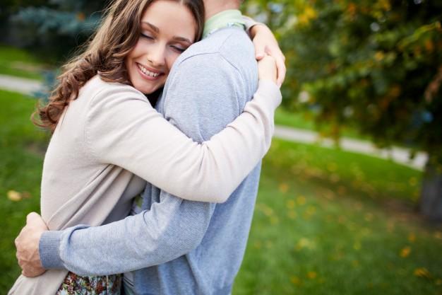 بالصور صور احضان حب , صور احضان رومانسية اجمل صور احضان 4120 5
