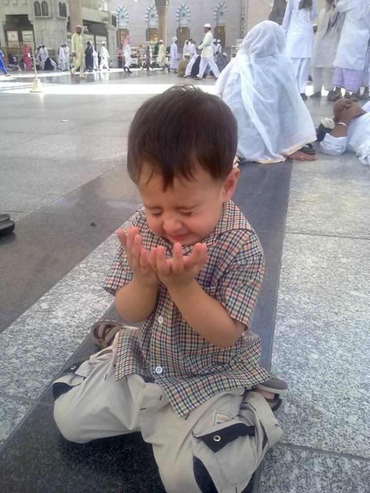 بالصور صور اطفال يدعون الله صور جميلة دعاء الله , خلفيات لاولاد يناجون ربهم 4133 1