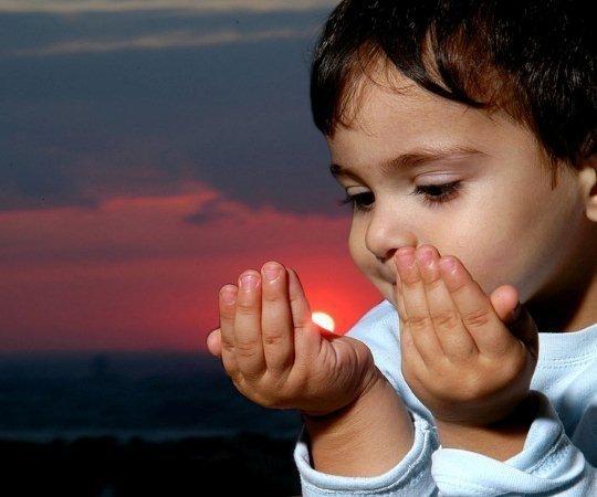 بالصور صور اطفال يدعون الله صور جميلة دعاء الله , خلفيات لاولاد يناجون ربهم 4133 2