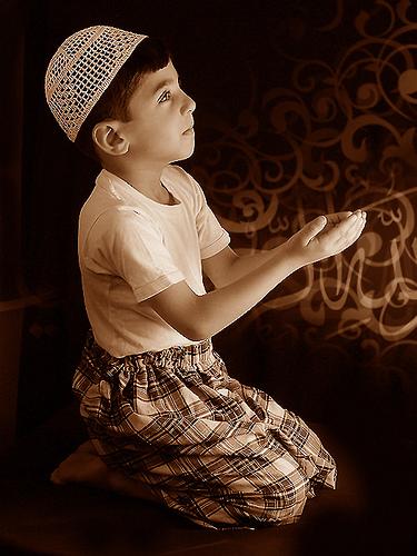 بالصور صور اطفال يدعون الله صور جميلة دعاء الله , خلفيات لاولاد يناجون ربهم 4133 3