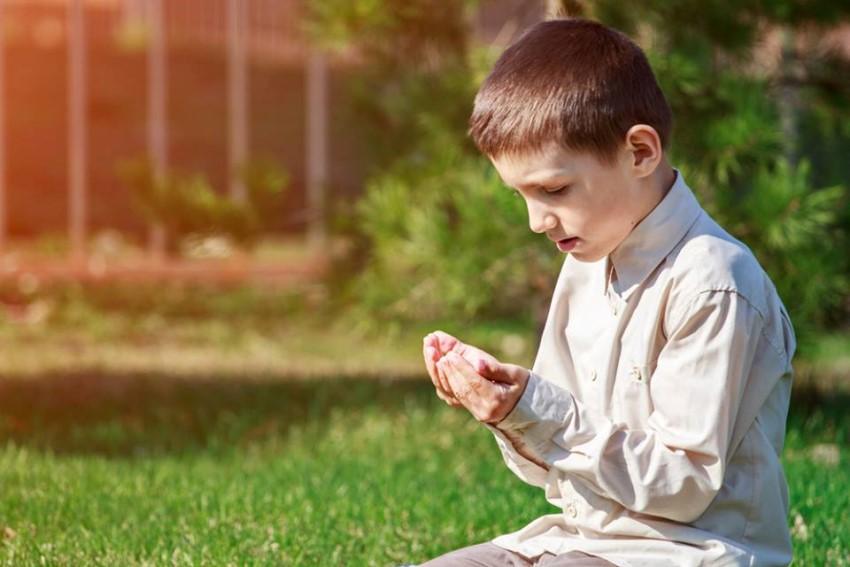 صورة صور اطفال يدعون الله صور جميلة دعاء الله , خلفيات لاولاد يناجون ربهم