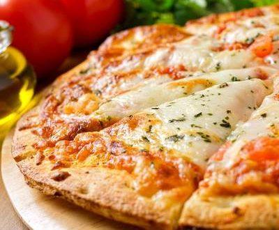 صور طريقة عجينة البيتزا , طريقه بيتزا المطاعم