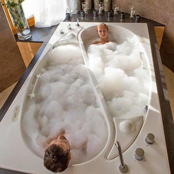 ليلة رومانسية في الحمام ماذا يفعل الزوجين في الحمام اجمل الصور
