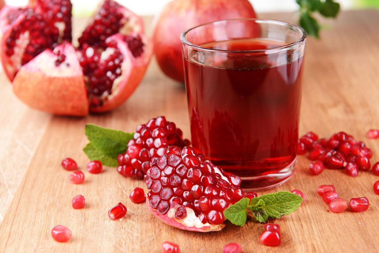 صورة عمل عصير الرمان , فوائد عصير رمان وأكثر من طريقة لتحضيره